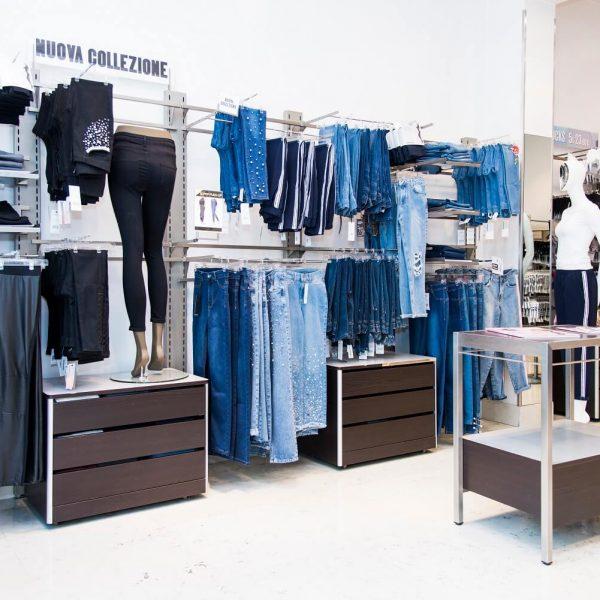 negozio abbigliamento calzedonia thiene